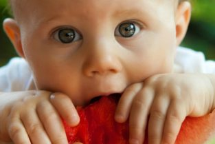 10 tips for stress-free baby weaning