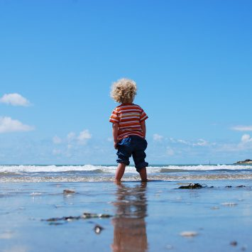 How to prevent and treat sunburn in children